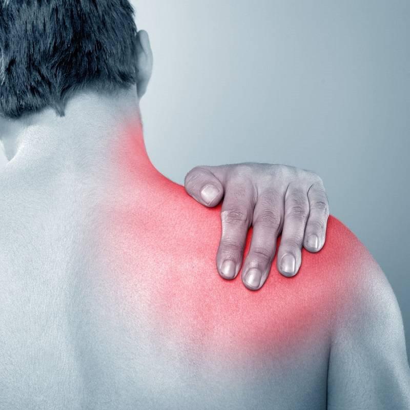 درد کتف از علائم دیسک مهره ی 5 و 6 گردن