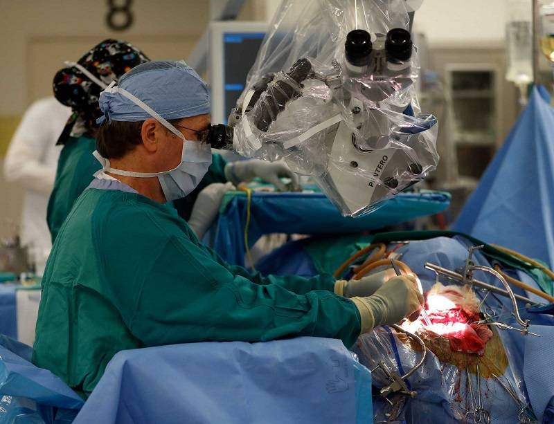 عمل جراحی برداشت تومور مغزی