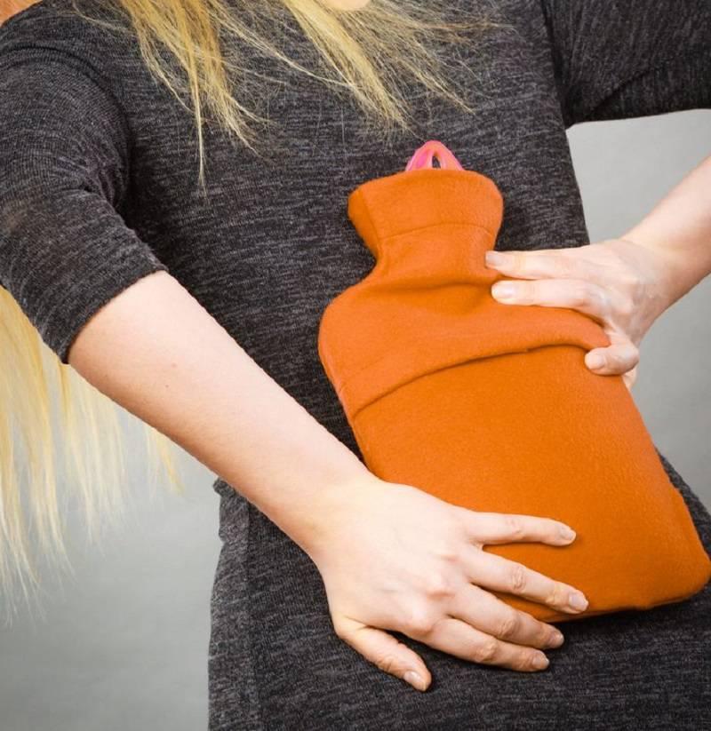 استفاده از کمپرس آب گرم برای کاهش درد تنگی کانال نخاعی